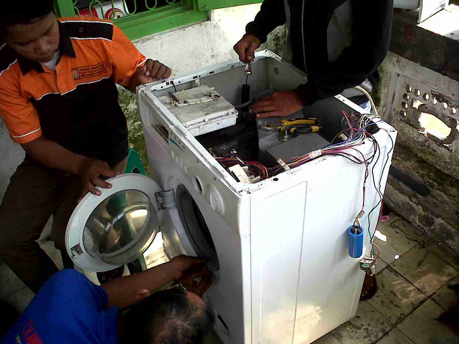 service mesin cuci front loading Cinere